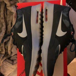 Nike WOMENS Air Thea's size 9